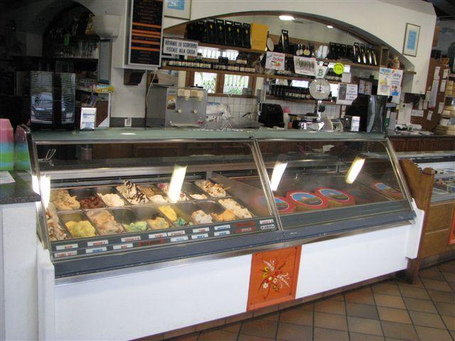 Arredamento attrezzatura usato pasticceria gelateria bar for Vendita arredamento